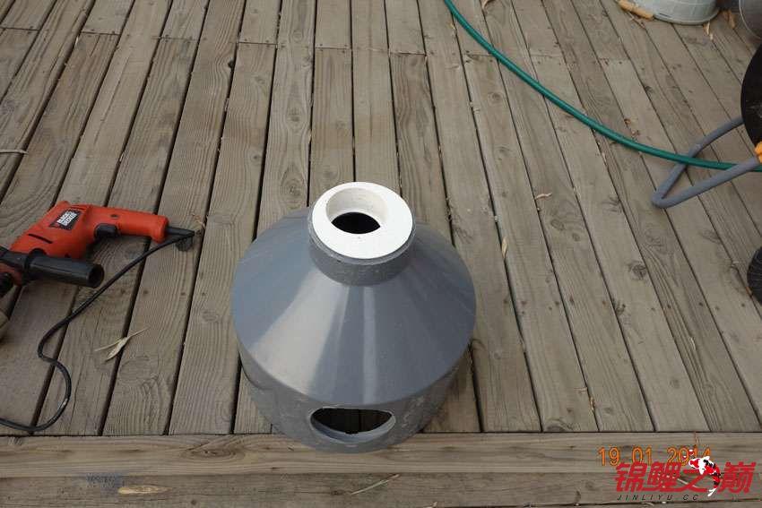 鱼马桶制作12-75底污管会插到这个小白孔里.jpg