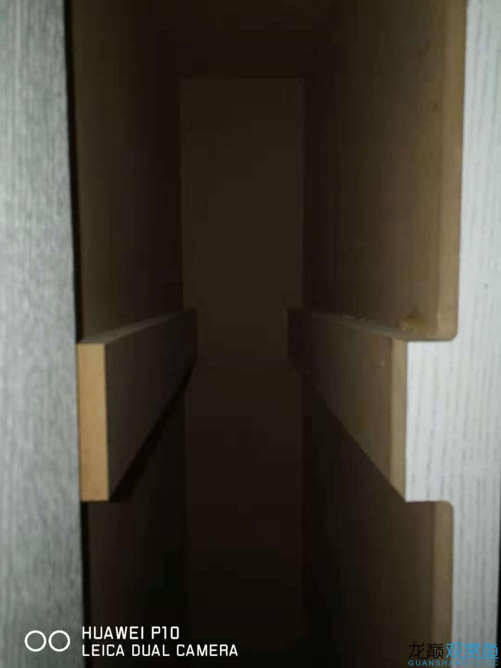 上部侧柜最窄处