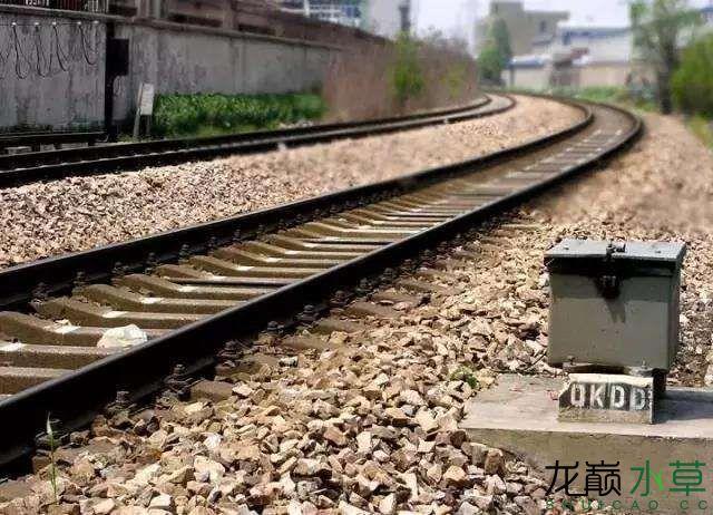 铁轨路基.jpg